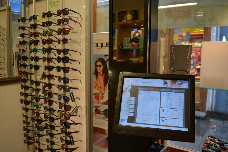 Přístroj na měření multifokálních brýlí.