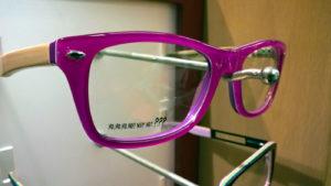 Růžové/fialové plastové obruby/obroučky brýlí.